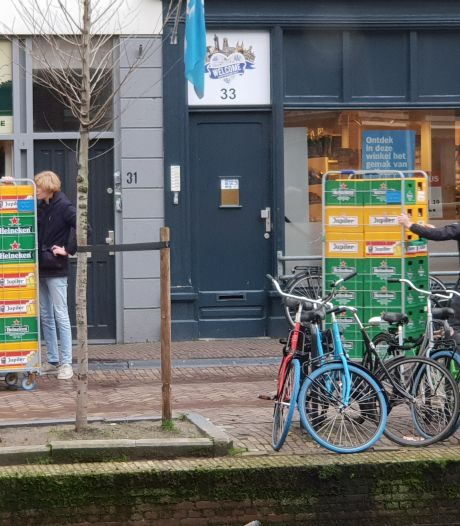 Delftse studenten slaan flink bier in: 'Het lijkt wel alsof ze boven de wet staan'