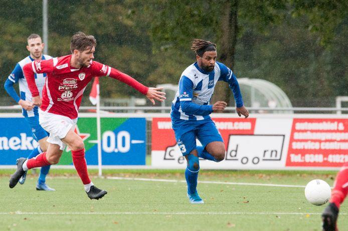 Jonathan Constansia (blauw-wit), middenvelder van Hoek.