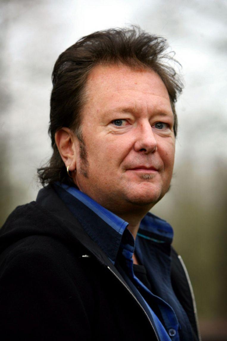Rob Trommelen wordt zelf regelmatig voor artiest aangezien met zijn bakkebaarden en oorringetjes (Foto: GPD) Beeld