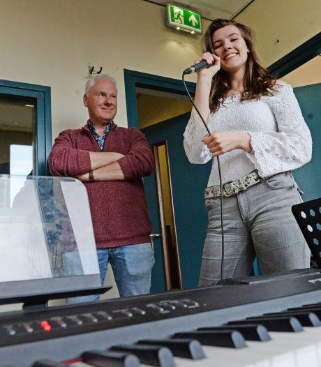 Muzikaal spektakel van Het Noordik Lyceum in Almelo: 'Geen paasviering? Dan maken we toch een film!'