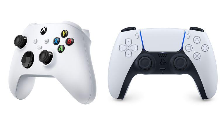 De afstandsbedieningen van de Xbox en de Playstation. Beeld