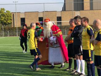 Sinterklaas met vakantie in Hoegaarden coacht met succes voetbalploeg