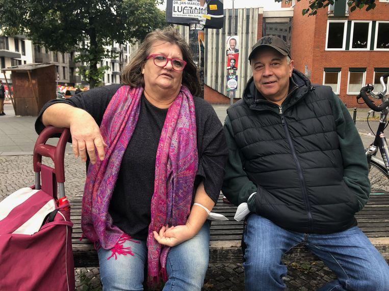 Birgit Othmann en Gaston Bonsack vinden dat het na zestien jaar Merkel tijd wordt voor verandering in Duitsland. Beeld Kim Deen