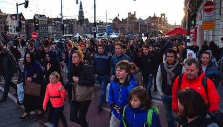 Enorme drukte op de Prins Hendrikkade, afgelopen dinsdag Beeld Mark Vos