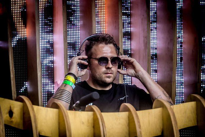 """Nick Bril als DJ op de allerlaatste échte Tomorrowland, in de zomer van 2019. Morgen maakt hij zijn comeback op WECANDANCE in Zeebrugge. """"Op letterlijk elke boeking die de voorbije weken binnenkwam, heb ik alleen maar ja geknikt"""", lacht de tweesterrenchef. """"Zo hard heb ik het dj'en gemist."""""""
