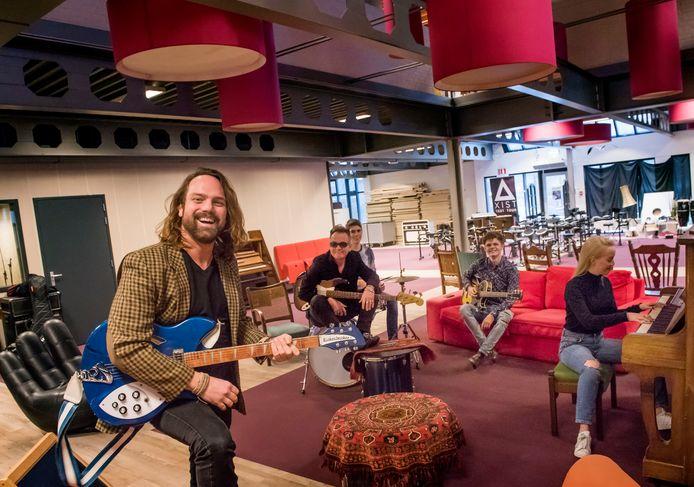 Jeffrey Migchelsen en Tino Duchataeu vieren een jubileum bij de Popschool Harderwijk.