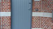Gedaan met clubkleuren van voetbalkampioenen: deur Brughuizen zit in neutraal grijs