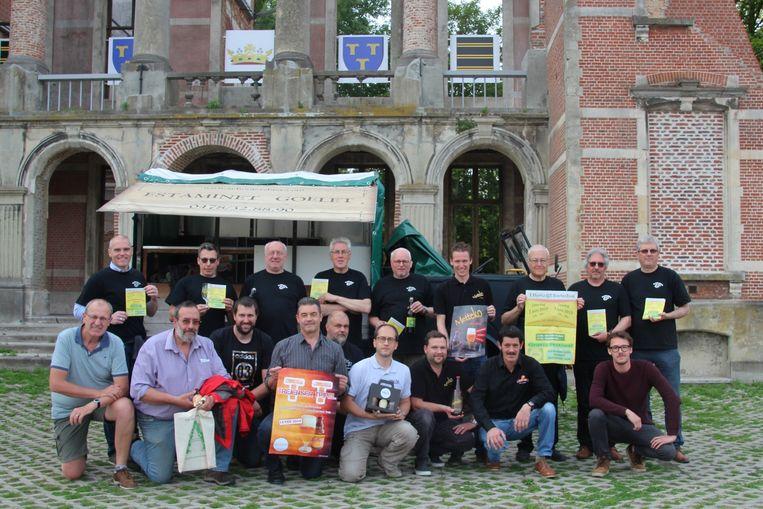 't Hovaardig Boerke verzamelt 10 kleine brouwerijtjes uit de buurt met hun biertjes aan de Markizaatruïne.