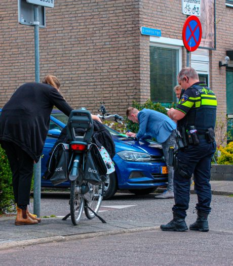 Vrouw en kind op e-bike geschept door auto in Amersfoort