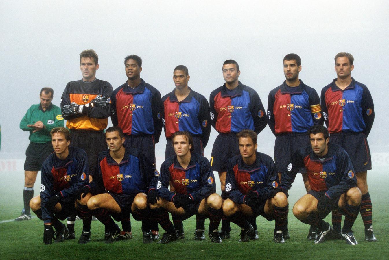 De teamfoto van FC Barcelona op 23 november 1999. Boven:Ruud Hesp. Patrick Kluivert, Michael Reiziger, Luis Enrique, Pep Guardiola, Ronald de Boer. Onder: Frederic Dehu, Philip Cocu, Boudewijn Zenden, Frank de Boer en Luis Figo.