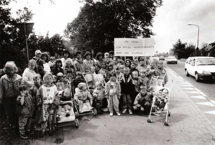 13 juni 1991: Moeders en kinderen kwamen in actie tegen een gevaarlijke verkeerssituatie in Eersel.