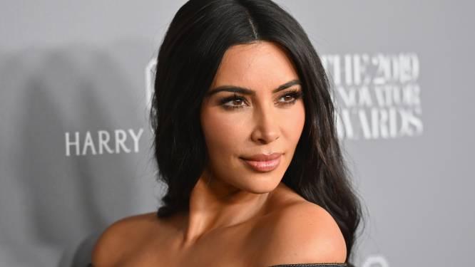 """Kersverse single Kim Kardashian overspoeld met aandacht: """"Van royals tot acteurs"""""""