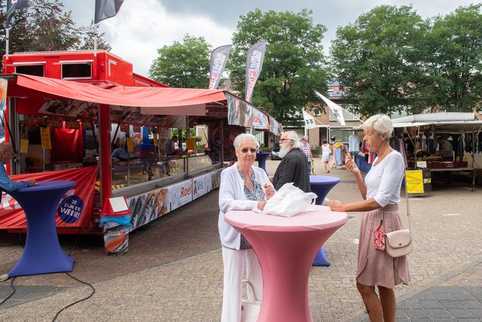 De weekmarkt op het Zundertse Nassauplein