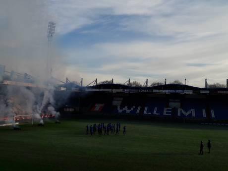 Traditioneel vuurwerk bij Willem II voor de derby tegen NAC
