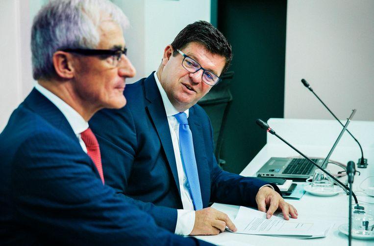 ► Vlaams minister- president Geert Bourgeois en energieminister Bart Tommelein. Beeld Tim Dirven