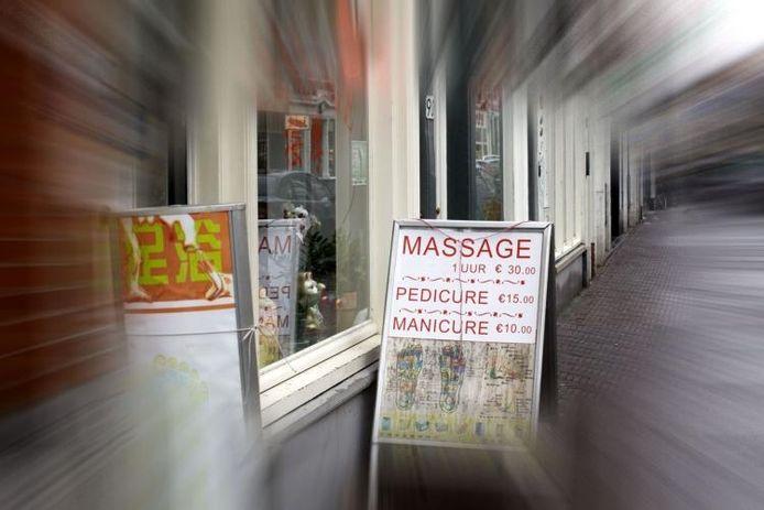 Chinese massage- en kapsalons zijn in opmars als dekmantel voor prostitutie. foto GPD