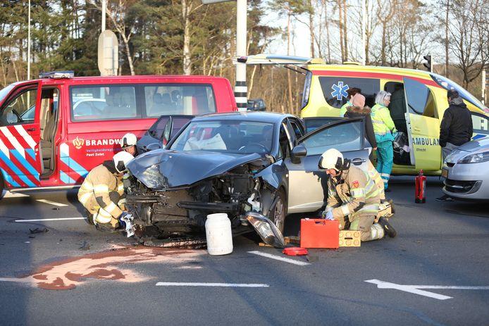 Bij een botsing is in Zeist een auto total loss geraakt.
