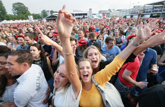 Nederland, Breda, 12-07-2014 Breda Live op het Chasse veld. Optreden van Guus Meeuwis Foto: Joyce van Belkom/Het Fotoburo