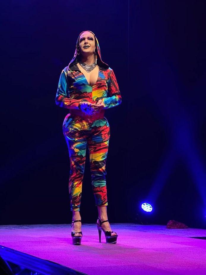 Patsy Prozac is de winnaar van de Miss Travestie Groene Hart-verkiezing.