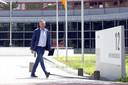 Martin van Geel van Willem II  vertrekt bij de KNVB Campus na overleg met de voetbalbond over het zogenoemde Deltaplan over de toekomst van het betaald voetbal tijdens de coronacrisis.