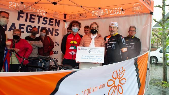 Wielerclub zamelt mooi bedrag van 1.594 euro in voor Kom op tegen Kanker