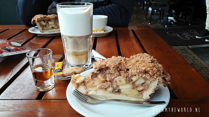 Koffie met appeltaart bij Het Koningshuys.