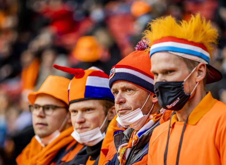 Toeschouwers voorafgaand aan de WK-kwalificatiewedstrijd Nederland-Letland. Het event valt onder een reeks van proefevenementen waarbij Fieldlab onderzoekt hoe grote evenementen veilig kunnen plaatsvinden in coronatijd. Beeld ANP