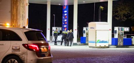 'Jongen (18) ligt zwaargewond bij tankstation na vechtpartij met bijlen tussen fans Vitesse en NEC'