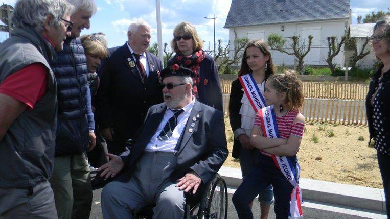 Ninovieter Sigmond Ghijssels tijdens zijn 75ste verjaardag op D-day in Normandië.
