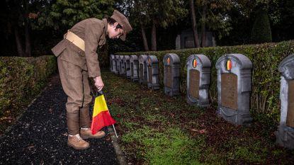 Belgische vlaggetjes en lampjes op 228 graven van gesneuvelden