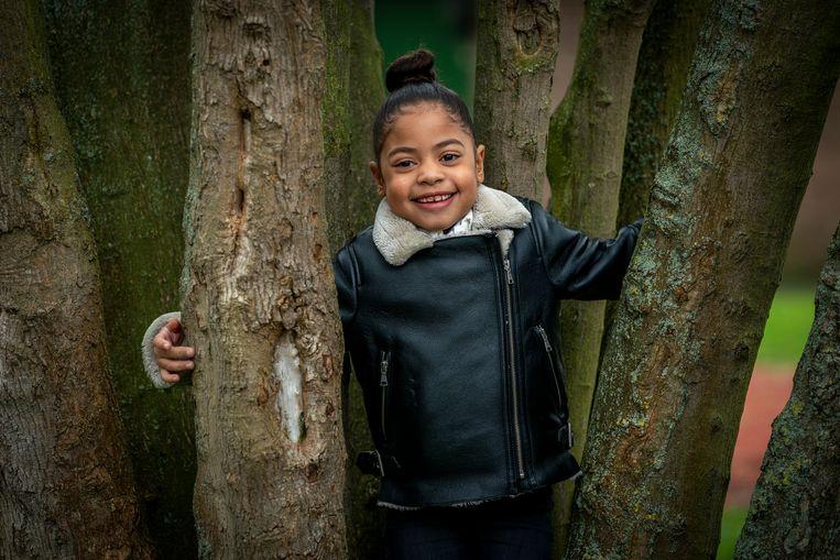 De zesjarige Noelle Jansen, die vanwege vuile lucht vaak in het ziekenhuis ligt.  Beeld Jerry Lampen