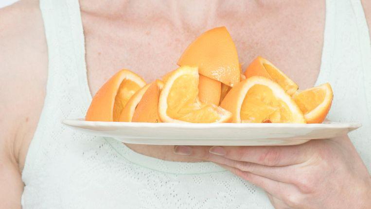 'Ik vond een boek van een vrouw uit de achttiende eeuw die sinaasappels tegen scheurbuik voorschreef' Beeld Lotte Bronsgeest