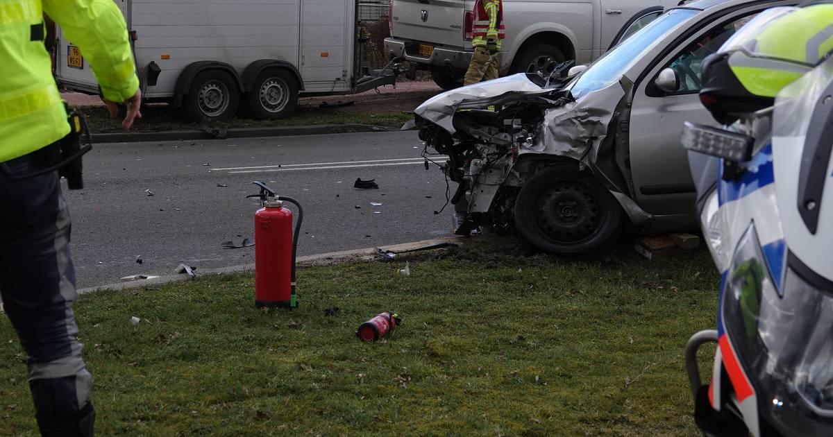 JC Kellerlaan in Hardenberg afgesloten na ongeval.