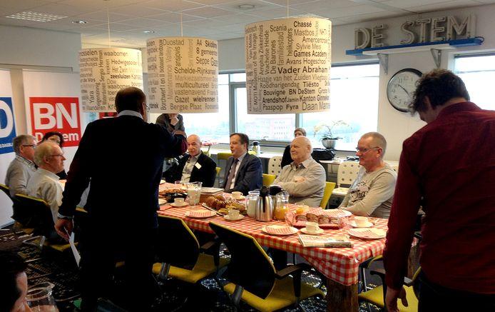 Alexander Pechtold van D66 schoof maandag aan de Brabantse koffietafel op de redactie om in gesprek te gaan met lezers van BN DeStem, Brabants Dagblad en Eindhovens Dagblad. Foto Alfred de Bruin