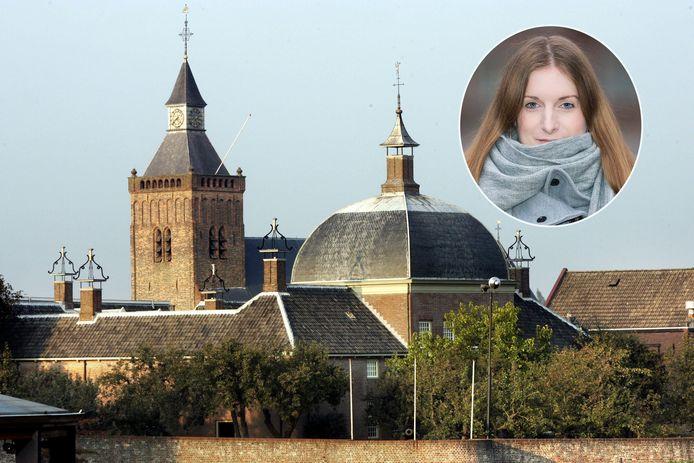 Astrid van Vrouwerf doet onderzoek naar een mogelijk ondergronds gangenstelsel in Leerdam.