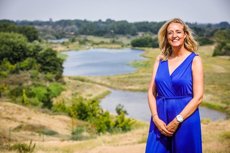 Diensthoofd Communicatie Ilse Chamon (42) uit Koksijde op haar favoriete plekje: het schelpenpad.