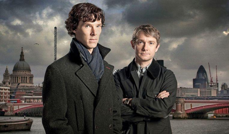 Benedict Cumberbatch als Sherlock Holmes (links) en Martin Freeman als Dr. John Watson.