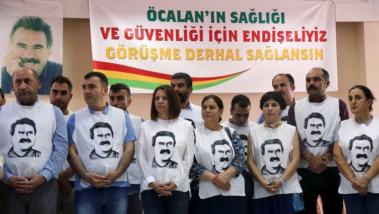 Pro-Koerdische politici met shirts van Öcalan gingen onlangs in hongerstaking om hem te mogen bezoeken in de gevangenis. Beeld REUTERS