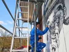 Muurschildering in Oost zuivert de lucht
