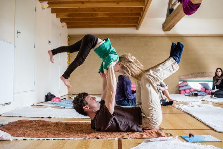 Yogales met kinderen
