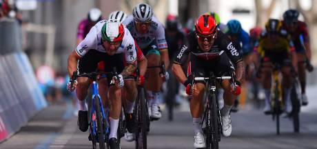 Groenewegen komt er in vijfde Giro-etappe niet aan te pas na 'foutjes' en zware val Landa