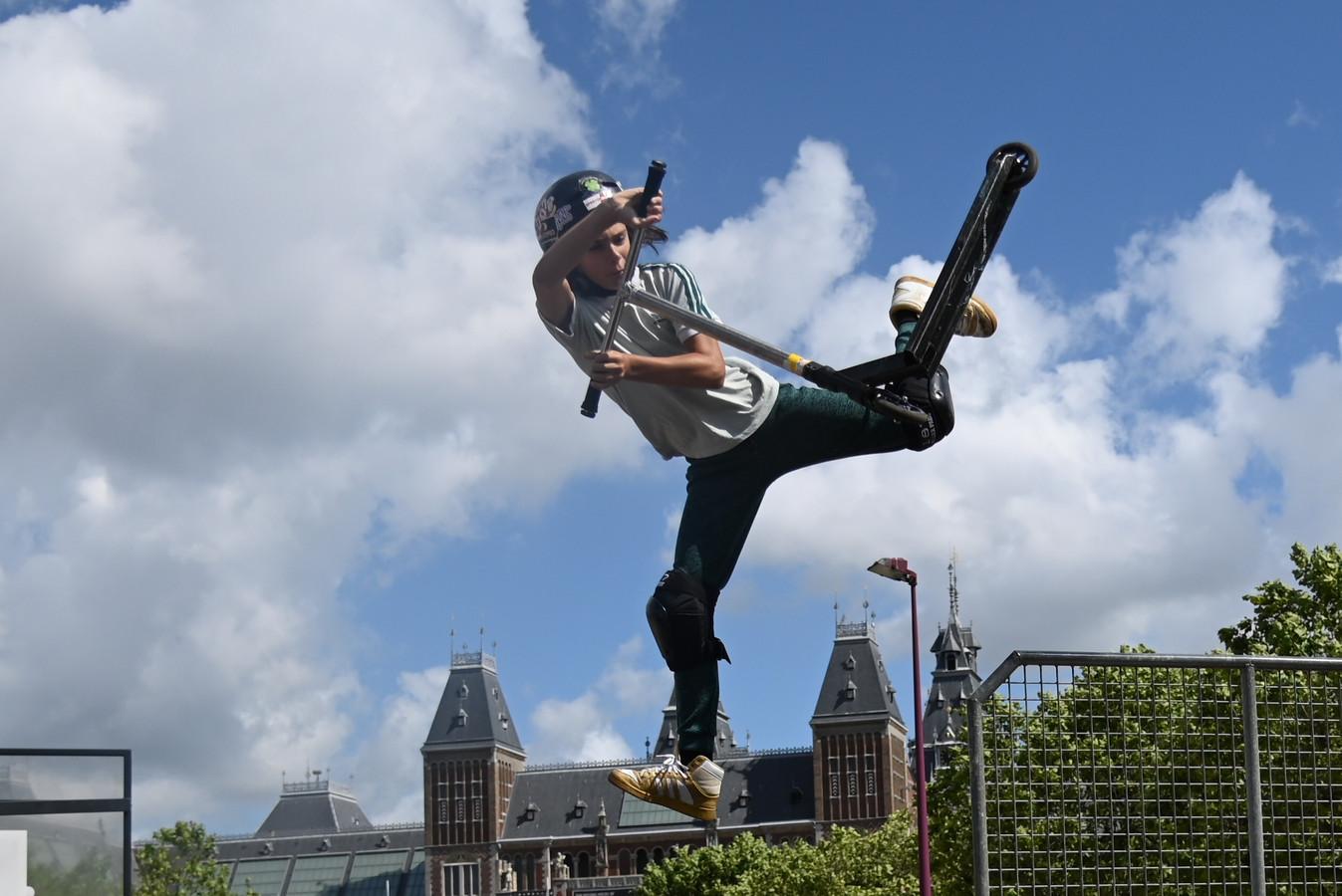 Toffe 'tricks' op het skatepark bij het Rijksmuseum in Amsterdam.