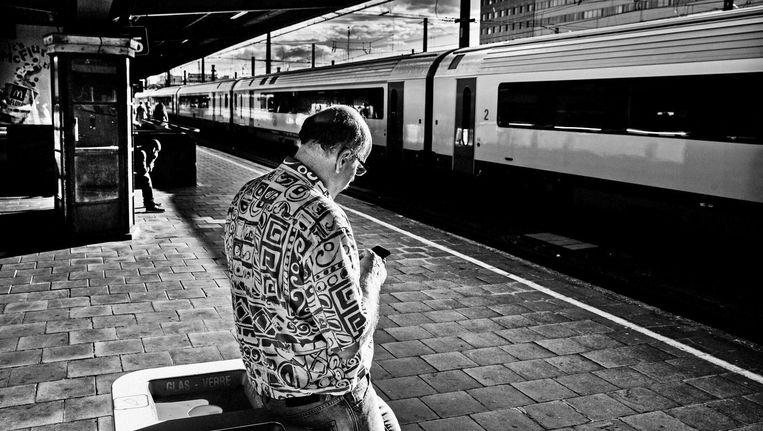 Het station als droomfabriek: op het perron van Brussel-Zuid, klaar om de hoofdstad te ontvluchten. Beeld © Tim Dirven
