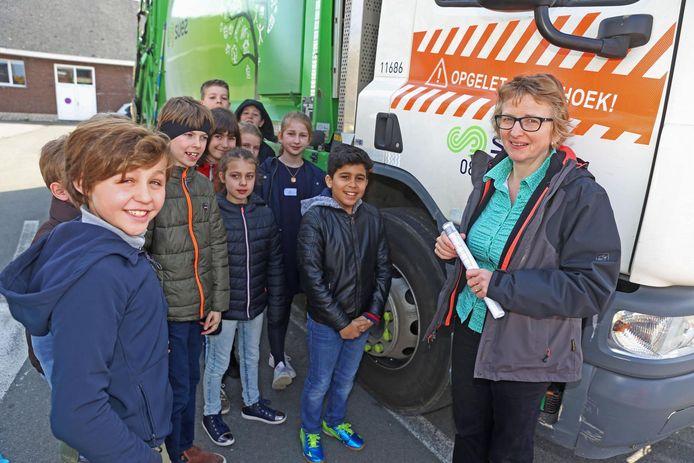 De leerlingen maakten kennis met het gevaar van de dode hoek bij vrachtwagens.