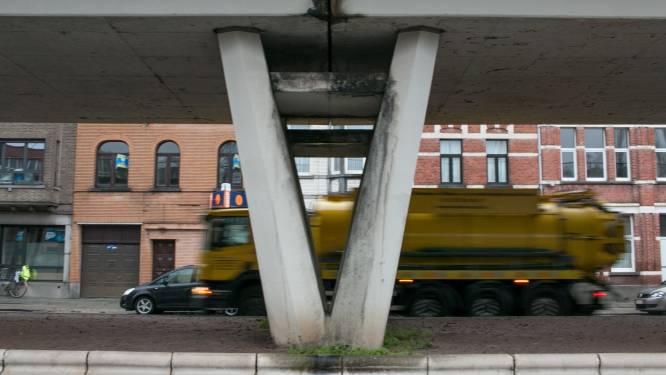 Naar een nieuwe 'stadspoort': stad zet eerste stappen naar verfraaiing spoorwegbrug