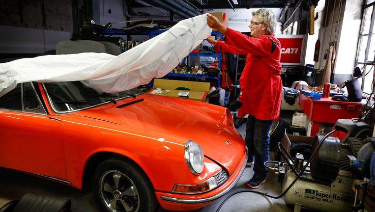Werner Schweigert: 'De elektrische auto is op den duur onvermijdelijk. Maar ik hoop dat ik dan al dood ben.' Beeld Daniel Rosenthal / de Volkskrant