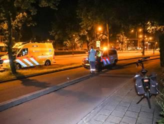 Twee fietsers vallen tegelijkertijd in dezelfde Apeldoornse straat maar op een andere plek; meldkamer in verwarring