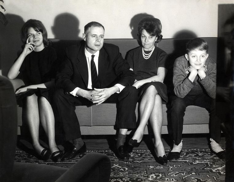 Veel keuze was er niet in de jaren zestig. Tv-kijken was daarmee een moment van samen zijn. Dat verandert.  Beeld Spaarnestad/HH