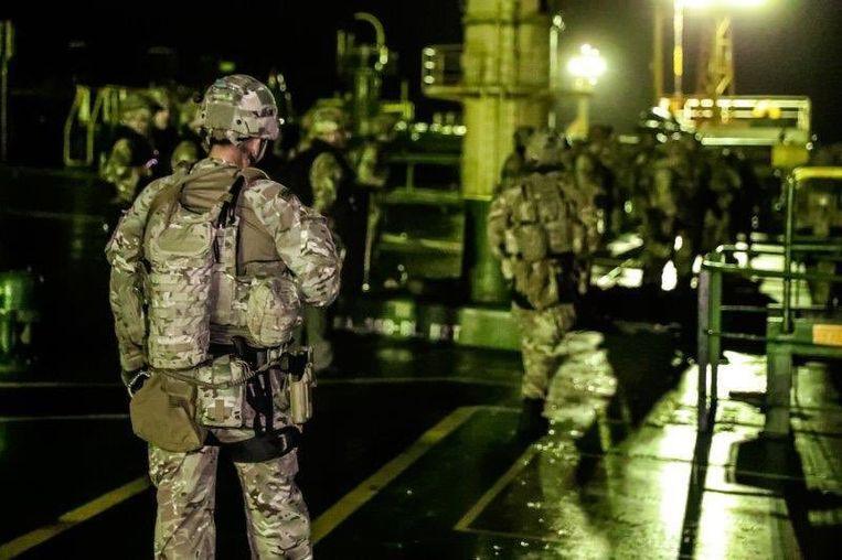 De Britse minister van Defensie, Penny Mordaunt, tweette vier foto's waarop te zien was hoe vier Britse mariniers zich aan boord van de tanker bevinden. De mariniers kwamen tussen in steun van de Gibraltarese autoriteiten, aldus Mordaunt. Beeld rv