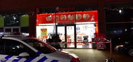 Vier overvallers bedreigen personeel Kruidvat met hakbijl en vuurwapen in Eindhoven